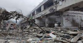 Alrededor del mediodía, los equipos de rescate lograron sacar a 150 personas de entre los escombros del complejo habitacional.