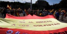 A la manifestación han acudido miembros y simpatizantes del Partido Popular (PP), el ultraderechistaVox y Ciudadanos (Cs).