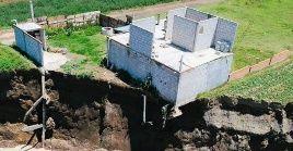 El socavón ha provocado daños estructurales y grietas en ocho de las 12 viviendas de la localidad Santa María Zacatepec.