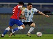 El argentino Lionel Messi (10) liderará el ataque de su selección frente a Uruguay.