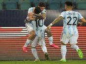 Para cerrar con broche de oro el encuentro, Lionel Messi en los minutos de descuento, marcó la tercera conquista con un soberbio tiro libre que venció la resistencia ecuatoriana.