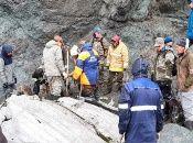Las labores de búsqueda de los cuerpos se han visto entorpecidas por la condiciones climáticas y lo accidentado de la zona del accidente.