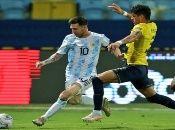El astro del fútbol argentino, Messi, está a un gol de igualar el récord del brasileño Pelé, quien tiene77 tantos.