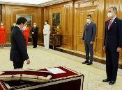 El nuevo gabinete, con mayoría femenina, tomó posesión ante el rey Felipe VI en cumplimiento de la Constitución española.