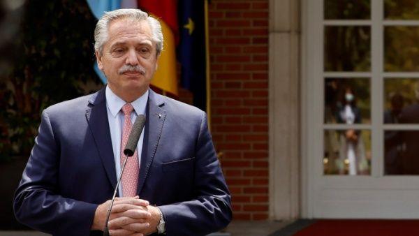 """Fernández sostuvo que los problemas internos de Cuba y Venezuela los """"tienen que resolver los pueblos"""" de esos países."""