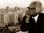 El Poeta Nacional de Cuba, Nicolás Guillén, nació en la ciudad de Camagüey en 1902 y falleció en La Habana en 1989.