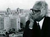 Cuando a través de Radio Rebelde se anunció la partida física de su Poeta Nacional Cuba enmudeció. Comenzaba el 17 de julio de 1989. Nicolás Guillén contaba para ese momento con 87 años de edad, recién cumplidos. De esa pérdida se cumplen 32 años. El pueblo cubano entonces transformó su dolor en un homenaje que se mantiene vigente.
