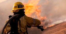Más de 3.000 bomberos se encuentran trabajando contra los siniestros en todo el territorio de la provincia canadiense.