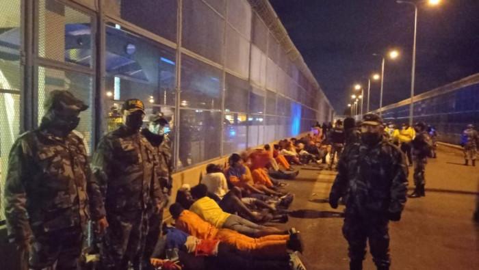 Sube a 21 cifra de muertos por motines en cárceles de Ecuador
