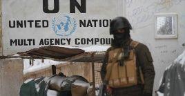 El ataque sucedió tras los enfrentamientos entre las fuerzas del Gobierno y los talibanes en las áreas cercanas a la instalación.