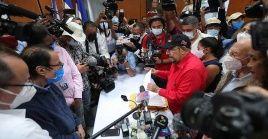 El diputado Edwin Castro formalizó la inscripción del actual presidente y vicepresidenta para las próximas elecciones generales.