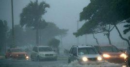 A su paso por República Dominicana Fred dejó fuertes lluvias y forzó el cierre de dos aeropuertos en Santo Domingo.