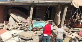 """""""Un equipo de 12 bomberos de la región norte de Haití fue a echar una mano en el gran sur a bordo de un vuelo privado Sunrise"""", informó la APC."""