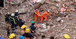 Funcionarios de Protección Civil de Haití continúan las labores de búsqueda de cuerpos tras el sismo del 14 de agosto.