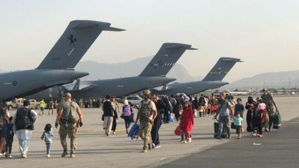 Durante la última semana, el aeropuerto de Kabul ha sido el origen de un puente aéreo con varios países asiáticos como parte de la evacuación de las tropas invasoras y otros colaboradores locales.