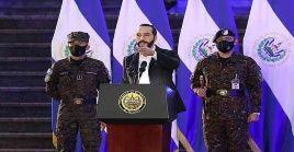 El presidente salvadoreño ha sido muy criticado por su estrategia de controlar todos los poderes en El Salvador.