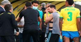 Tras la irrupción de las autoridades del Anvisa el plantel argentino decidió marcharse del estadio.