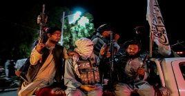 Combatientes talibanes celebran el fin de los enfrentamientos en la provincia de Panjshir.