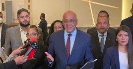 El gobierno venezolano y las oposiciones suscribieron dos acuerdos parciales en la mesa de diálogo en México.