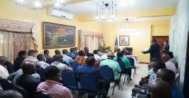 El primer ministro dialogó con representantes de la agrupación opositora Sector Democrático y Popular y exiliados.