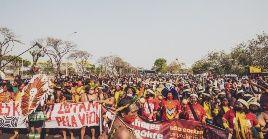 Miles de representantes de pueblos originarios han marchado a Brasilia para presionar y seguir el juicio de cerca.