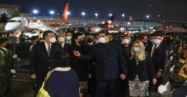 Nicolás Maduro fue recibido por una comitiva de la cancillería mexicana.