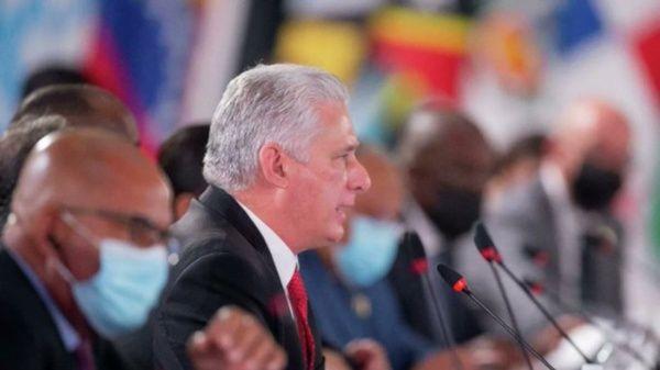"""""""El coraje del pueblo cubano se demostró por seis décadas. Escuche usted a su pueblo que juntó más de 700 mil firmas contra la LUC(Ley de Urgente Consideración)"""", dijo Díaz- Canel."""