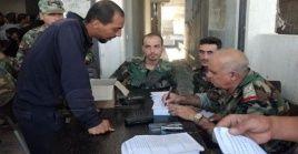 Los rebeldes sirios que entreguen las armas recibirán documentos de identificación y serán eliminados de la lista de seguridad del Ejército.