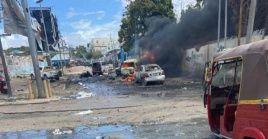 El grupo Al-Shabab, que lucha contra el Gobierno, se atribuyó la responsabilidad del atentado suicida.