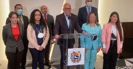 Jorge Rodríguez informó que pese a presentarse interferencias para el cumplimiento del memorándum del diálogo, este se mantiene.