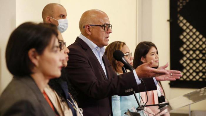 Gobierno y oposiciones de Venezuela reanudan diálogo en México