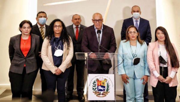 El jefe de la delegación del gobierno venezolano ante el diálogo,  Jorge Rodríguez, reiteró que se mantienen en contacto permanente con todos los sectores de las oposiciones.