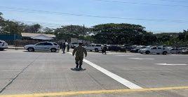 Durante los enfrentamientos y el despliegue de activos policiales, miembros de la Comisión de Tránsito del Ecuador (CTE) restringieron la circulación.