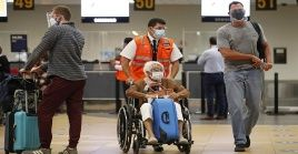 Quienes ingresen al país desde vuelos internacionales deben presentar una prueba molecular de Covid-19.