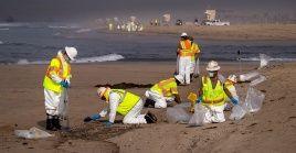 La medida llega después de que en el condado se registrara el vertido de más de 540.000 litros de crudo esparcidos por aproximadamente 40 kilómetros de costa.
