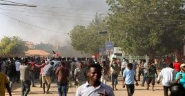 Las protestas fueron convocadas por las agrupaciones políticas y ciudadanos que forman parte del proceso de transición iniciado tras el derrocamiento de Omar al Bashir, acontecido en abril de 2019.