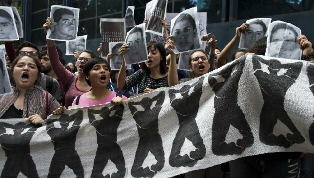 Students chant slogans on October 15, 2014 in Mexico City during a protest supporting the 43 students missing in Iguala, Guerrero State. (Photo: AFP)