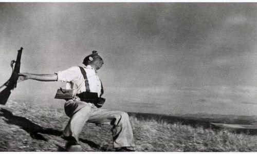 Quizá la pieza más famosa de Cappa es Miliciano español herido por una bala.  Foto: Fototeca de Cuba