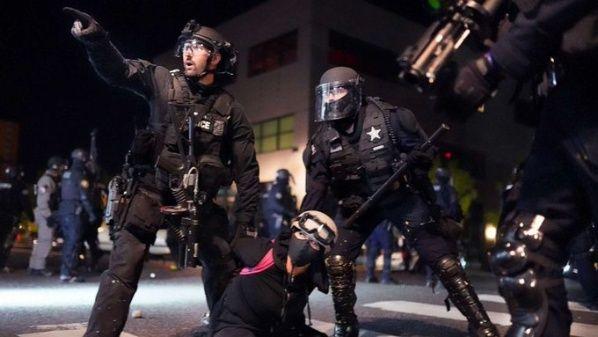 Fuerzas federales, de conjunto con la policía de Portland, han reprimido violentamente las protestas. Fuente: ABC.