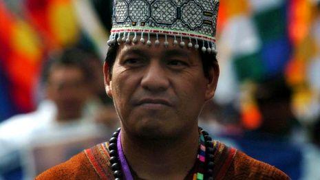 Autonomía indígena en América latina: reconocimiento y desafíos pendientes Indigena_-hombre.jpg_1018541343