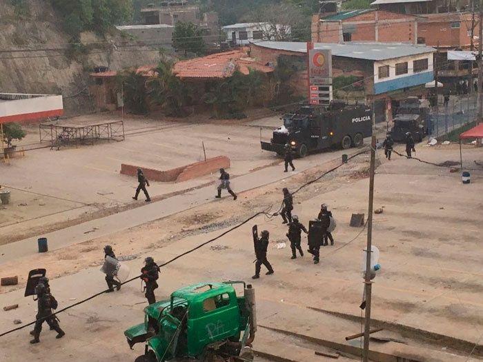 Mineros denuncian violación de derechos humanos con las represiones del ESMAD. Foto: teleSUR