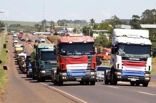 Camioneros paraguayos no levantarán el paro indefinido | Noticias | teleSUR