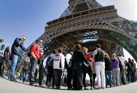 Cierran la Torre Eiffel por huelga