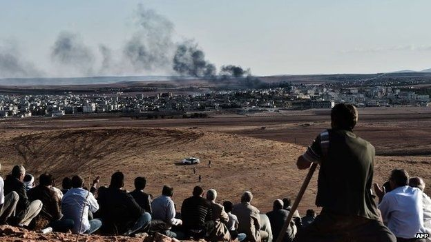 People watching from the hills around Kobane. (Photo: AFP)