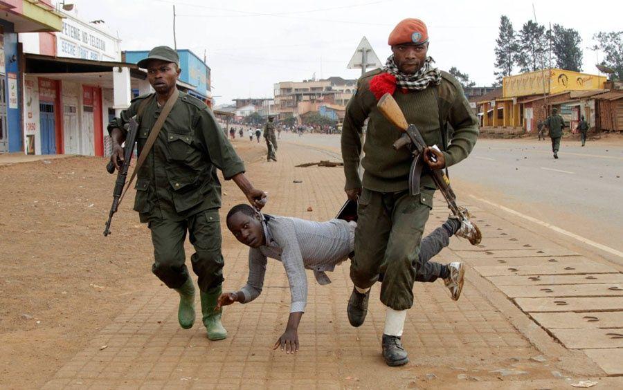 Al menos 17 personas muertas se reportan debido a los violentos enfrentamientos entre las fuerzas policiales y oposición. Foto Reuters